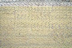 Ljus - gul kurvtegelstenvägg för textur och bakgrund Royaltyfri Bild