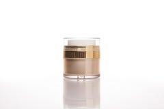 Ljus guld- ansiktsbehandling för glöd eller kräm för kropphudbehandling eller lotionpackgage Royaltyfria Bilder