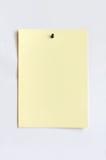 Ljus - gult ark som fästas med häftstiftet Arkivfoton