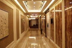 Ljus härlig ljus korridor fotografering för bildbyråer