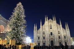 Ljus i Duomofyrkant under jul semestrar, Milano Arkivfoton