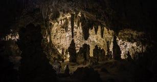 Ljus i mörk grotta Royaltyfri Bild