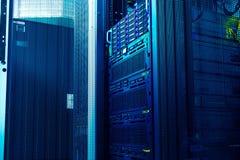 ljus i modern värddatorlagring i datorhall arkivfoton