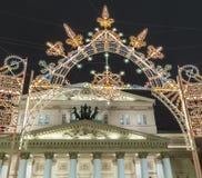 Ljus installation för jul semestrar nära den stora Bolshoy teatern Arkivfoton