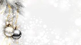 Ljus julbakgrund med silveraftonbollar Royaltyfria Bilder