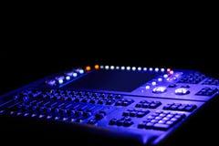 Ljus kontrollant för lilor och för blått för en plats med en skärm Arkivbild