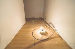 Ljus kula som ligger på golvet Fotografering för Bildbyråer