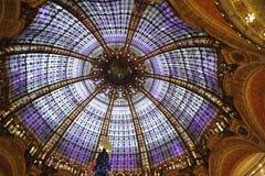 Ljus kupol av gallerier Lafayette, Paris Royaltyfria Bilder