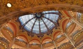 Ljus kupol av gallerier Lafayette, Paris Royaltyfria Foton