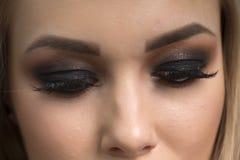 Ljus mörk makeup på en flicka Royaltyfria Bilder
