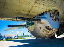 Ljus maskingevär för flygplan arkivbild