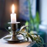 ljus mistletoe för stearinljus Arkivbild