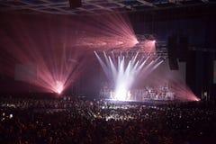 ljus musikalisk kapacitetsshow för konsert Arkivbilder