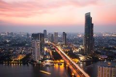 Ljus nattstad i bangkoken Royaltyfria Foton