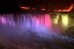 ljus niagara för falls regnbåge Royaltyfri Bild
