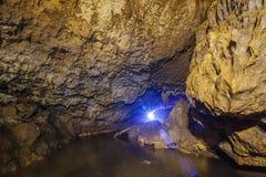 Ljus och färgrik grotta Abrskil Arkivbild