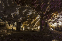Ljus och färgrik grotta Abrskil Royaltyfria Foton