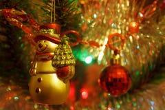 Ljus och garneringar på ett julträd Royaltyfri Bild