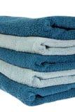 Ljus och mörker - vikta blåa handdukar Arkivfoto