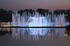 Ljus och musikspringbrunnen i Tsaritsyno parkerar, Moskva Fotografering för Bildbyråer