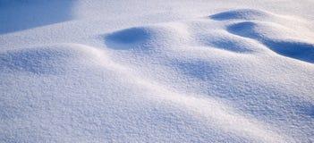 Ljus och skuggor på snön Arkivbild