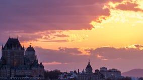 Ljus och varm solnedgång över Quebec City royaltyfria bilder