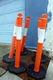 Ljus orange trafik Poles Arkivfoto