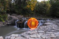 Ljus Orb som förbiser vattenfallen royaltyfria foton