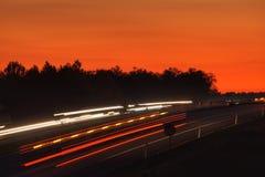 Ljus på huvudvägen arkivbild
