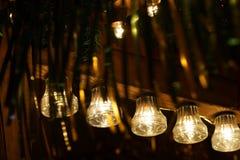 Ljus på julmarknaden Arkivfoton
