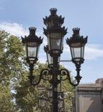 Ljus på La Rambla i Barcelona arkivfoton