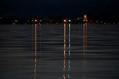Ljus på sjön i natt Fotografering för Bildbyråer