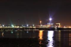 ljus på sjösidastaden Royaltyfri Bild