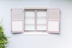 Ljus - purpurfärgat tappningfönster Royaltyfria Foton
