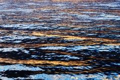 Ljus reflexion för sol på vattnet Arkivbilder