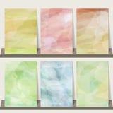 Ljus - rosa färg, blått, gräsplan, gul vattenfärgsamlingsbakgrund fo Arkivfoton