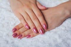 Ljus - rosa färger spikar konst med glitter Arkivfoton