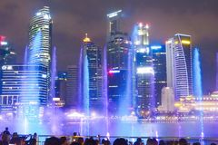 Ljus show på Marina Bay Sand i Singapore royaltyfri bild