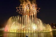 Ljus show på trädet av liv 17, EXPO Milan 2015 Royaltyfria Foton
