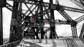 Ljus signalerande inom den Quebec bron arkivbilder