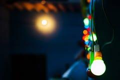 Ljus ska vägleda dig som är hem- Arkivfoton
