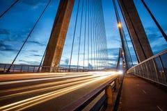 Ljus skuggar från medel på ANZAC Bridge i Sydney royaltyfria bilder