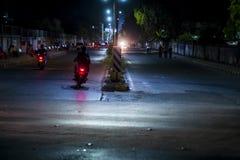 Ljus skuggar på vägen mycket av trafik arkivbilder