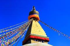 ljus skystupa för blå boudhanath under arkivbild