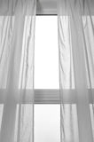 Ljus som kommer till och med fönstret arkivfoton