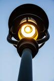 Ljus stolpe till och med ett staket Royaltyfria Foton