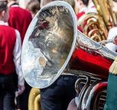 Ljus stor mässingsbas- tuba på defocused orkesterbakgrund Royaltyfri Fotografi