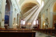 Ljus stråle från fönstret av kyrkan Royaltyfria Bilder