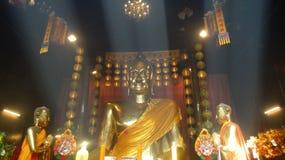 Ljus stråle på Buddha Royaltyfri Fotografi