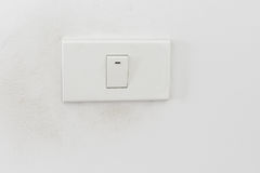 Ljus strömbrytare, vit ljus strömbrytare på den vita väggen Royaltyfri Bild